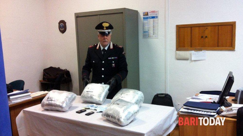 In bus da Roma a Bari con il carico di marijuana, arrestato corriere della droga