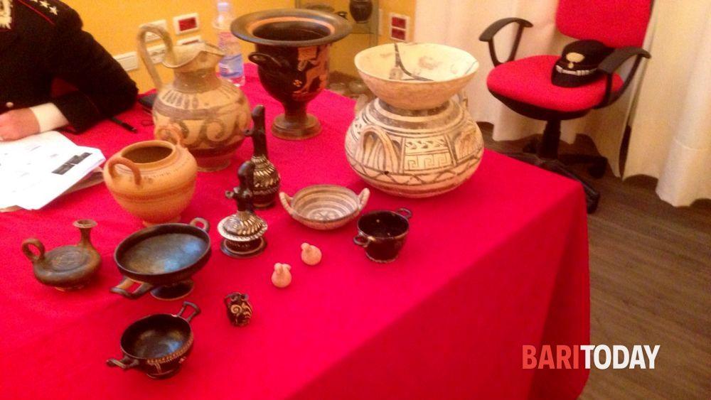 Reperti archeologici trafugati in Calabria e smerciati in Italia e all'estero: anche Bari coinvolta nel traffico illecito, scattano le perquisizioni - BariToday