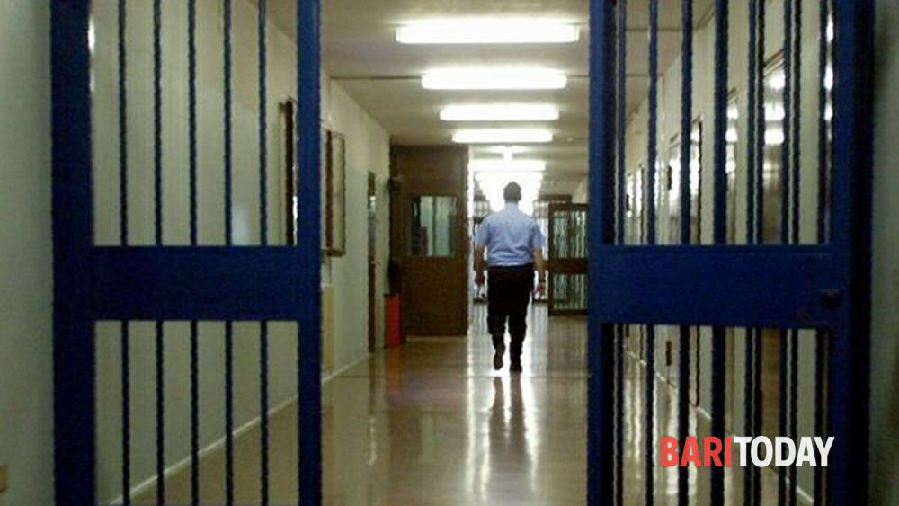 Rissa in carcere tra detenuti leccesi e baresi: nove agenti feriti